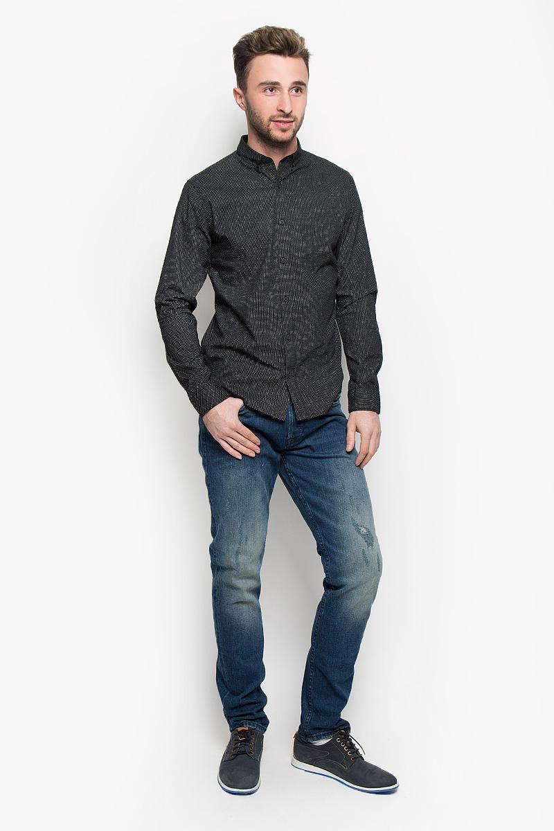 Джинсы мужские Only & Sons, цвет: синий. 22004359. Размер 28-34 (42-34)22004359_Dark Blue DenimМодные мужские джинсы Only & Sons - это джинсы высочайшего качества, которые прекрасно сидят. Они выполнены из высококачественного эластичного хлопка, что обеспечивает комфорт и удобство при носке. Джинсы прямого кроя и стандартной посадки станут отличным дополнением к вашему современному образу. Джинсы застегиваются на пуговицу в поясе и ширинку на пуговицах, дополнены шлевками для ремня. Джинсы имеют классический пятикарманный крой: спереди модель дополнена двумя втачными карманами и одним маленьким накладным кармашком, а сзади - двумя накладными карманами. Модель оформлена декоративными потертостями. Эти модные и в то же время комфортные джинсы послужат отличным дополнением к вашему гардеробу.