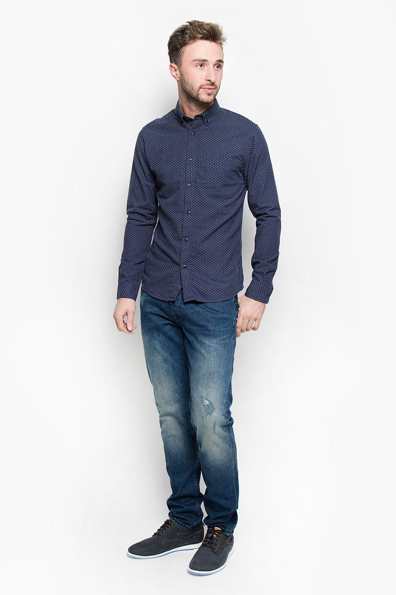 Рубашка мужская Only & Sons, цвет: темно-синий. 22004262. Размер M (46)22004262_Dress BluesСтильная мужская рубашка Only & Sons, выполненная из хлопка с добавлением полиэстера, подчеркнет ваш уникальный стиль и поможет создать оригинальный образ. Такой материал великолепно пропускает воздух, обеспечивая необходимую вентиляцию, а также обладает высокой гигроскопичностью. Рубашка slim fit с длинными рукавами и отложным воротником застегивается на пуговицы спереди. Манжеты рукавов также застегиваются на пуговицы. На груди расположен накладной открытый карман. Рубашка оформлена контрастной вышивкой в мелкий горох. Классическая рубашка - превосходный вариант для базового мужского гардероба и отличное решение на каждый день.Такая рубашка будет дарить вам комфорт в течение всего дня и послужит замечательным дополнением к вашему гардеробу.