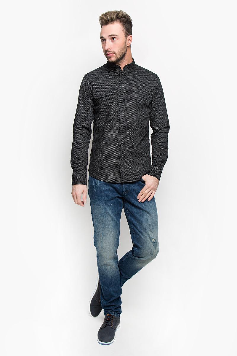 Рубашка мужская Only & Sons, цвет: черный. 22004843. Размер M (46)22004843_BlackСтильная мужская рубашка Only & Sons, выполненная из натурального хлопка, подчеркнет ваш уникальный стиль и поможет создать оригинальный образ. Такой материал великолепно пропускает воздух, обеспечивая необходимую вентиляцию, а также обладает высокой гигроскопичностью. Рубашка с длинными рукавами и отложным воротником застегивается на пуговицы спереди. Манжеты рукавов также застегиваются на пуговицы. Рубашка оформлена контрастным принтом в мелкий горох. Классическая рубашка - превосходный вариант для базового мужского гардероба и отличное решение на каждый день.Такая рубашка будет дарить вам комфорт в течение всего дня и послужит замечательным дополнением к вашему гардеробу.