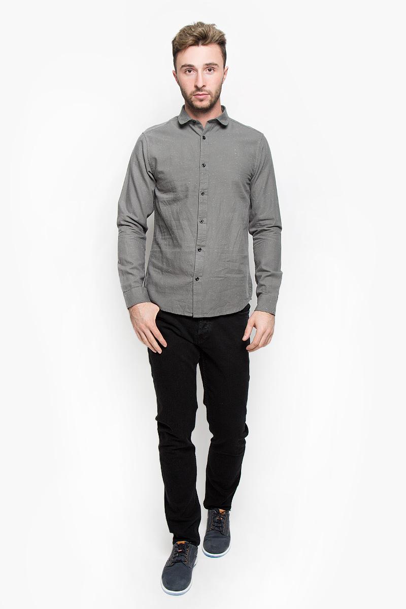 Рубашка мужская Only & Sons, цвет: серый. 22004295. Размер XL (50)22004295_GriffinСтильная мужская рубашка Only & Sons, выполненная из натурального хлопка, подчеркнет ваш уникальный стиль и поможет создать оригинальный образ. Такой материал великолепно пропускает воздух, обеспечивая необходимую вентиляцию, а также обладает высокой гигроскопичностью. Рубашка slim fit с длинными рукавами и отложным воротником застегивается на контрастные пуговицы спереди. Манжеты рукавов также застегиваются на пуговицы. Классическая рубашка - превосходный вариант для базового мужского гардероба и отличное решение на каждый день.Такая рубашка будет дарить вам комфорт в течение всего дня и послужит замечательным дополнением к вашему гардеробу.