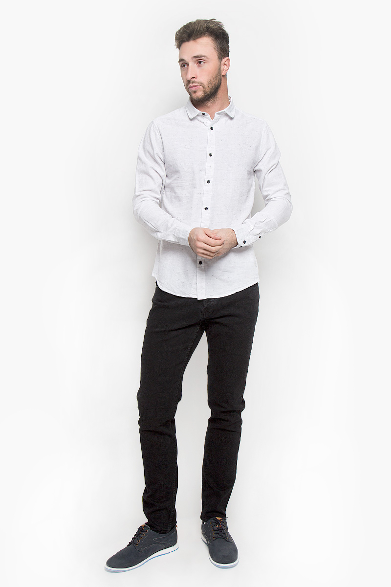 Рубашка мужская Only & Sons, цвет: белый. 22004295. Размер M (46)22004295_WhiteСтильная мужская рубашка Only & Sons, выполненная из натурального хлопка, подчеркнет ваш уникальный стиль и поможет создать оригинальный образ. Такой материал великолепно пропускает воздух, обеспечивая необходимую вентиляцию, а также обладает высокой гигроскопичностью. Рубашка slim fit с длинными рукавами и отложным воротником застегивается на контрастные пуговицы спереди. Манжеты рукавов также застегиваются на пуговицы. Классическая рубашка - превосходный вариант для базового мужского гардероба и отличное решение на каждый день.Такая рубашка будет дарить вам комфорт в течение всего дня и послужит замечательным дополнением к вашему гардеробу.