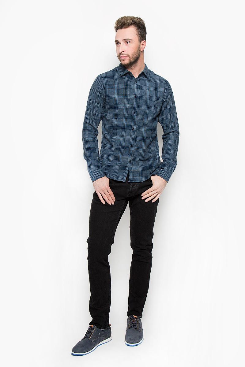 Рубашка мужская Only & Sons, цвет: синий. 22004468. Размер M (46)22004468_Real TealСтильная мужская рубашка Only & Sons, выполненная из натурального хлопка, подчеркнет ваш уникальный стиль и поможет создать оригинальный образ. Такой материал великолепно пропускает воздух, обеспечивая необходимую вентиляцию, а также обладает высокой гигроскопичностью. Рубашка slim fit с длинными рукавами и отложным воротником застегивается на пуговицы спереди. Манжеты рукавов также застегиваются на пуговицы. Рубашка оформлена принтом в клетку. Классическая рубашка - превосходный вариант для базового мужского гардероба и отличное решение на каждый день.Такая рубашка будет дарить вам комфорт в течение всего дня и послужит замечательным дополнением к вашему гардеробу.