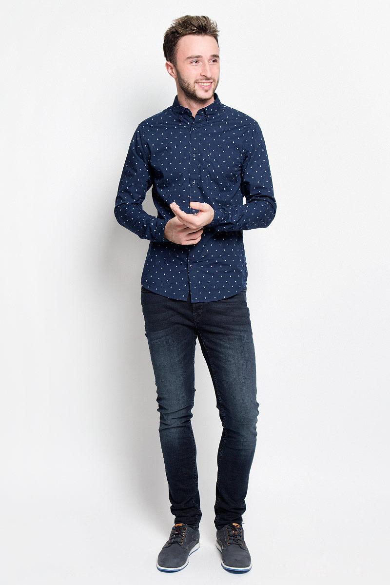 Рубашка мужская Only & Sons, цвет: темно-синий. 22004460. Размер XL (50)22004460_Dark NavyМужская рубашка Only & Sons станет стильным дополнением к вашему гардеробу. Изделие выполнено из натурального хлопка, тактильно приятное, не сковывает движения и хорошо пропускает воздух. Рубашка слегка приталенного кроя с отложным воротником и длинными рукавами застегивается спереди на пуговицы. Манжеты рукавов и воротник также дополнены застежками-пуговицами. На груди расположен накладной карман. Изделие оформлено мелким принтом. Такая рубашка дополнит ваш образ и подчеркнет индивидуальность!