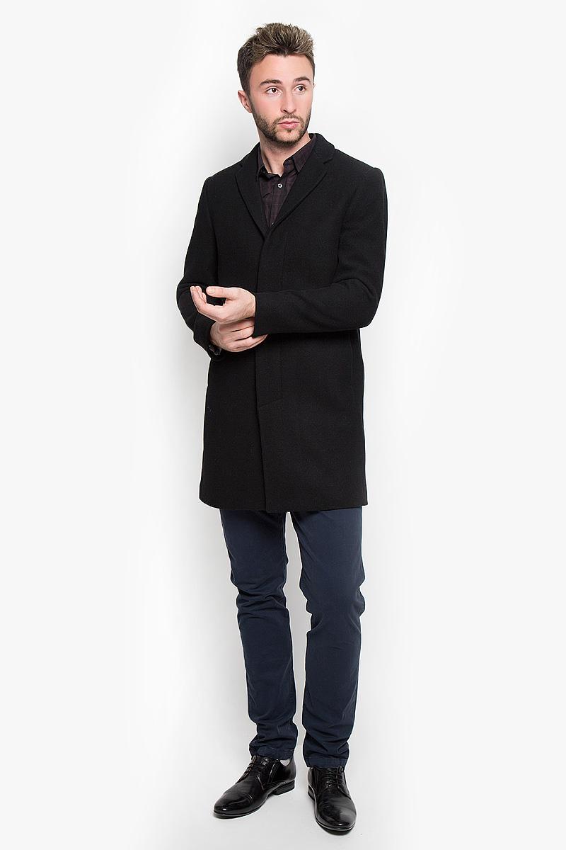 Пальто мужское Selected Homme, цвет: черный. 16051763. Размер XL (50)16051763_BlackСтильное мужское пальто Selected Homme, выполненное из полиэстера с добавлением шерсти, нейлона и кашемира, согреет вас в прохладную погоду. Модель с лацканами и длинными рукавами застегивается на три пуговицы. Спереди имеются два втачных кармана на кнопки. С внутренней стороны два кармашка.В этом пальто вам будет уютно и комфортно.