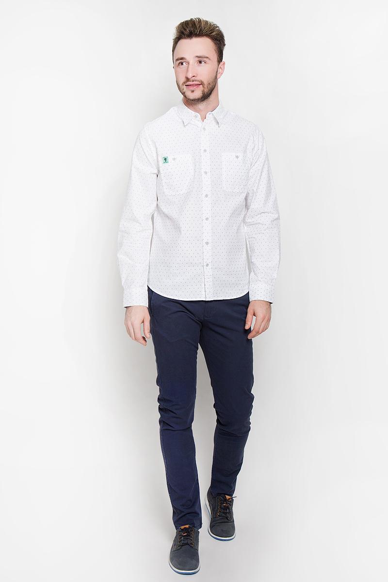 Рубашка мужская Sela Casual Wear, цвет: белый. H-212/710-6332. Размер 38 (42)H-212/710-6332Стильная мужская рубашка Sela Casual Wear, выполненная из натурального хлопка, подчеркнет ваш уникальный стиль и поможет создать оригинальный образ. Такой материал великолепно пропускает воздух, обеспечивая необходимую вентиляцию, а также обладает высокой гигроскопичностью. Рубашка с длинными рукавами и отложным воротником застегивается на пуговицы спереди. Модель дополнена двумя нагрудными карманами на пуговицах. Манжеты рукавов также застегиваются на пуговицы. Рубашка оформлена мелким принтом в виде силуэтов пришельцев. Классическая рубашка - превосходный вариант для базового мужского гардероба и отличное решение на каждый день.Такая рубашка будет дарить вам комфорт в течение всего дня и послужит замечательным дополнением к вашему гардеробу.