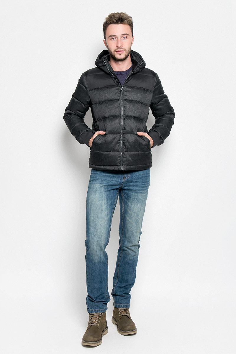 Куртка мужская Wrangler, цвет: черный. W4635YU01. Размер L (50)W4635YU01Мужская куртка Wrangler, выполненная из высококачественного комбинированного материала, придаст образу безупречный стиль. Подкладка изготовлена из гладкого и приятного на ощупь материала. В качестве утеплителя используется утиный пух и перо.Куртка прямого кроя с несъемным капюшоном застегивается на застежку-молнию с внутренней ветрозащитной планкой. Край капюшона дополнен шнурком-кулиской. Низ рукавов обработан трикотажными эластичными манжетами. Спереди расположено два прорезных кармана на молниях, с внутренней стороны - прорезной карман на застежке-молнии. На левом рукаве расположена небольшая фирменная нашивка. Практичная и теплая куртка послужит отличным дополнением к вашему гардеробу!