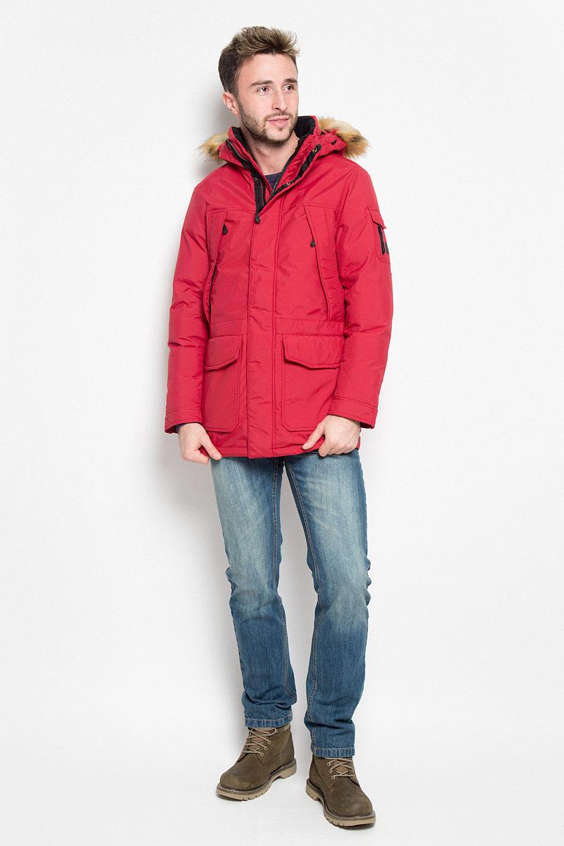 Куртка мужская Wrangler, цвет: бордовый. W4630YK1P. Размер L (50)W4630YK1PМужская куртка Wrangler, выполненная из полиамида, придаст образу безупречный стиль. Подкладка изготовлена из гладкого и приятного на ощупь материала. В качестве утеплителя используется полиэстер, который отлично сохраняет тепло.Куртка прямого кроя с несъемным капюшоном застегивается на застежку-молнию с двумя бегунками и ветрозащитной планкой на кнопках. С внутренней стороны также расположена ветрозащитная планка. Капюшон оформлен искусственным мехом, который в случае необходимости можно отстегнуть. Край капюшона дополнен шнурком-кулиской. Объем рукава регулируется за счет хлястика на кнопке. Спереди расположено два накладных кармана с клапанами на кнопках и четыре прорезных кармана на застежке-молнии, с внутренней стороны - большой накладной карман на кнопке и прорезной карман на застежке-молнии. На левом рукаве расположен небольшой накладной карман с клапаном на кнопке и прорезной карман на застежке-молнии. Изделие оформлено фирменной нашивкой. Такая практичная и теплая куртка послужит отличным дополнением к вашему гардеробу!