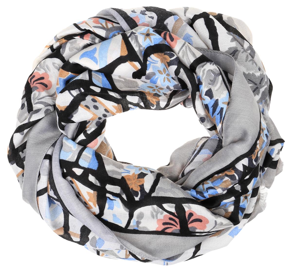 Шарф женский Fabretti, цвет: серый, молочный, черный. TUTF415. Размер 90 см х 180 смTUTF415-2Женский шарф Fabretti подарит уют и согреет от холодного ветра. Изготовленный из высококачественной вискозы, он очень легкий, мягкий, имеет приятную на ощупь текстуру. Модель оформлена принтом, украшена по краям кисточками.Такой аксессуар станет стильным дополнением к образу современной женщины, стремящейся всегда оставаться яркой и элегантной.