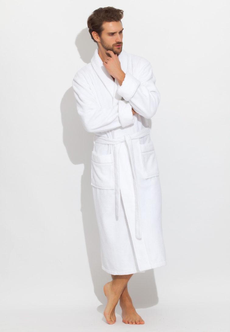 Халат мужской Peche Monnaie Brutal, цвет: белый. 920. Размер XXXXL (60/62)920Махровый мужской халат Peche Monnaie, выполненный из натурального хлопка, идеально подойдет для вас. Материал приятный на ощупь, позволяет телу дышать и хорошо впитывает влагу. Модель с длинными рукавами и воротником-шаль дополнена поясом на талии. Спереди предусмотрены два накладных кармана. Декоративный кант в цвет халата украшает воротник, манжеты рукавов и карманы. Рукава подворачиваются.