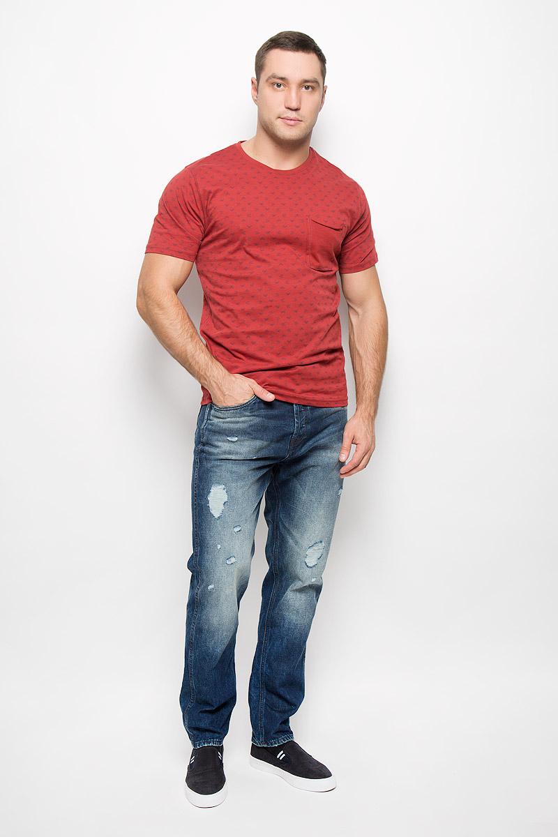 Футболка мужская Only & Sons, цвет: бордовый. 22004095. Размер XL (50)22004095_RosewoodМужская футболка Only & Sons, выполненная из натурального хлопка, идеально подойдет для повседневной носки. Материал очень мягкий и тактильно приятный, не стесняет движений, обладает высокими дышащими свойствами. Плоские швы изделия обеспечивают комфорт и не вызывают раздражений. Футболка с круглым вырезом горловины и короткими рукавами оформлена мелким принтом. Вырез горловины дополнен трикотажной резинкой. На груди расположен оригинальный накладной карман. Модель украшена фирменной нашивкой.Такая футболка займет достойное место в вашем гардеробе!