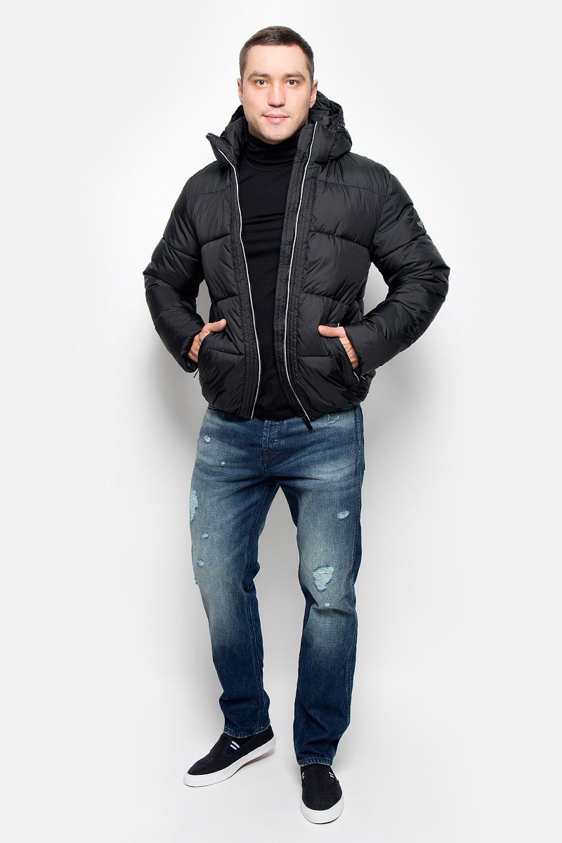 Куртка мужская Grishko, цвет: черный. AL-2973/1. Размер 52AL-2973/1Мужская куртка Grishko, выполненная из полиэстера, придаст образу безупречный стиль. Подкладка изготовлена из гладкого и приятного на ощупь материала. В качестве утеплителя используется полиэфирное волокно, который отлично сохраняет тепло.Куртка прямого кроя с капюшоном и воротником-стойкой застегивается на застежку-молнию с внутренней ветрозащитной планкой. Капюшон пристегивается к изделию за счет застежки-молнии. Край капюшона дополнен шнурком-кулиской. Рукава дополнены внутренними трикотажными манжетами. Спереди расположено два прорезных кармана на застежке-молнии, с внутренней стороны - накладной карман на застежке-молнии и втачной карман на кнопке. Низ модели собран на резинку. Изделие оформлено фирменным логотипом.Такая практичная и теплая куртка послужит отличным дополнением к вашему гардеробу!