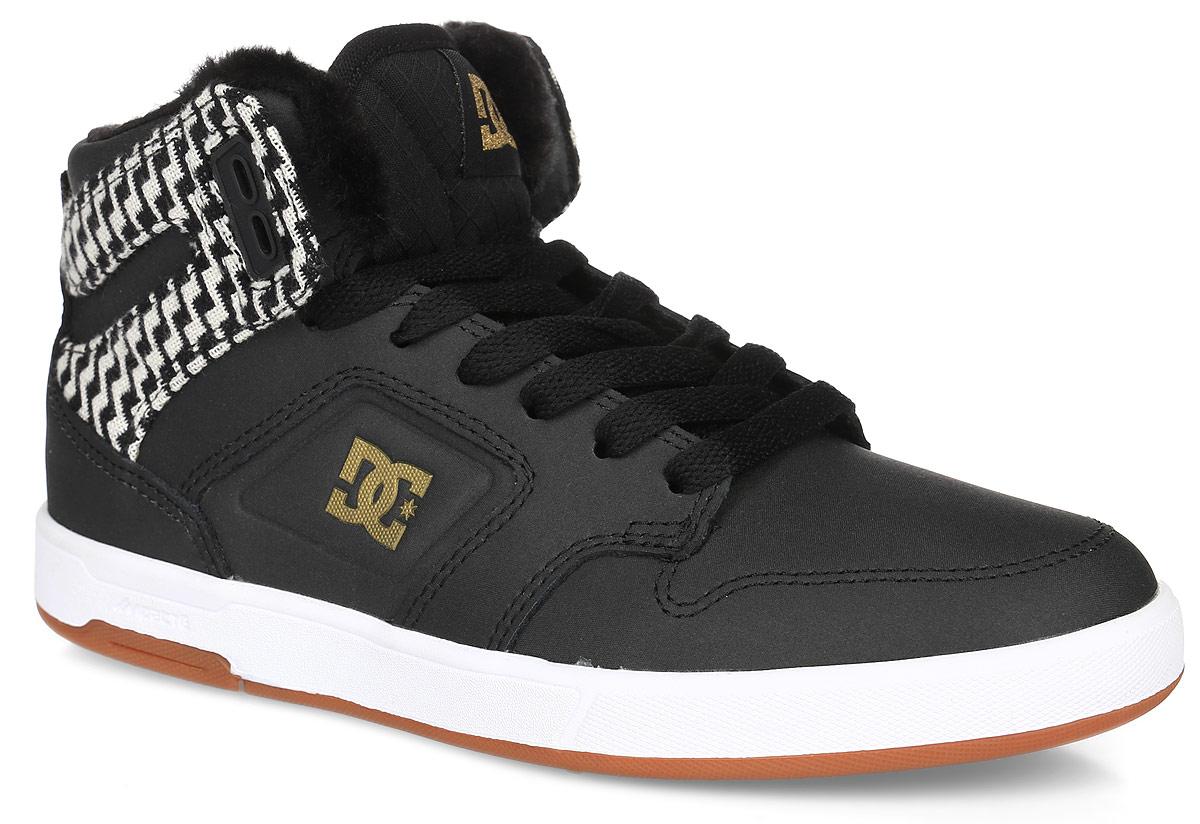 Кеды женские DC Shoes Argosy High Wnt, цвет: черный. ADJS100096-BG3. Размер 7B (38)ADJS100096-BG3Кеды от DC Shoes выполнены из кожи с синтетической кожи с покрытием и оформлены нашивкой и логотипом бренда. Ярлычок на заднике облегчит надевание модели. На ноге модель фиксируется с помощью шнурков. Внутренняя поверхность и стелька выполнены из искусственного меха, который обеспечит тепло. Подошва из высококачественной резины и дополнена протектором, который гарантирует отличное сцепление с любой поверхностью.
