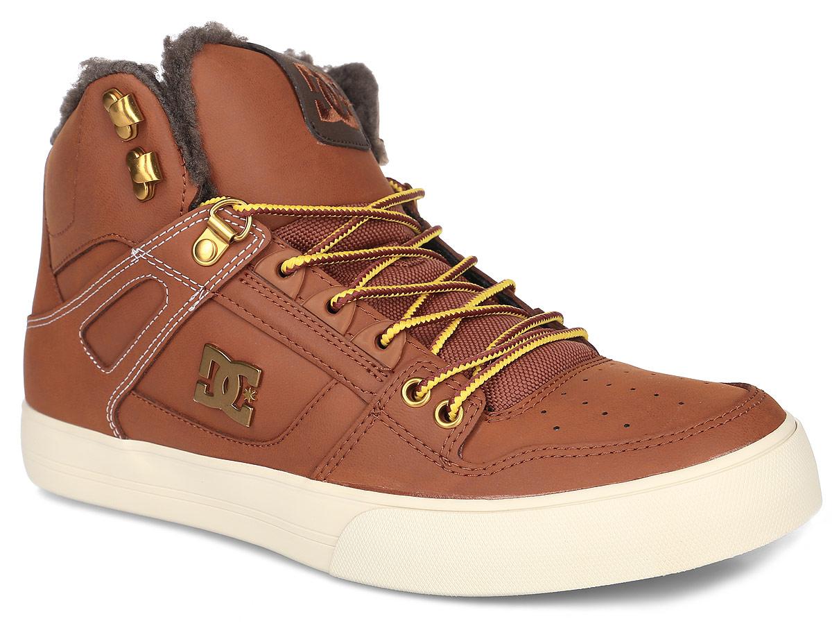 Кеды мужские DC Shoes Spartan High Wnt, цвет: коричневый. ADYS400005-BHW. Размер 8,5D (41)ADYS400005-BHWКеды от DC Shoes выполнены из натуральной кожи и оформлены металлической пластинкой с логотипом бренда. Задник оформлен вышивкой с логотипом фирмы и текстильной нашивкой. На ноге модель фиксируется с помощью шнурков. Внутренняя поверхность и стелька выполнены из искусственной шерсти, которая обеспечит тепло и уют. Подошва из высококачественной резины и дополнена протектором, который гарантирует отличное сцепление с любой поверхностью.