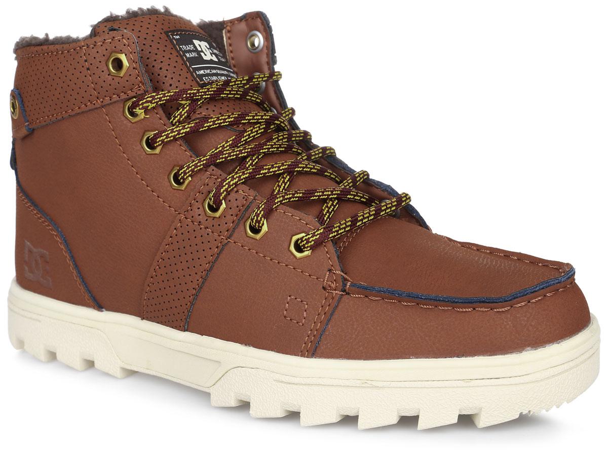 Ботинки мужские DC Shoes Woodland, цвет: коричневый. 303241-BHW. Размер 10,5D (44)303241-BHWБотинки от DC Shoes выполнены из натуральной кожи. Модель оформлена прострочкой и нашивками с перфорацией. Язычок оформлен нашивкой с логотипом бренда. Ярлычок на заднике облегчит надевание модели. На ноге модель фиксируется с помощью шнурков. Внутренняя поверхность и стелька выполнены из искусственной шерсти, которая обеспечит тепло и уют. Подошва изготовлена из высококачественной резины и дополнена протектором, который гарантирует отличное сцепление с любой поверхностью.