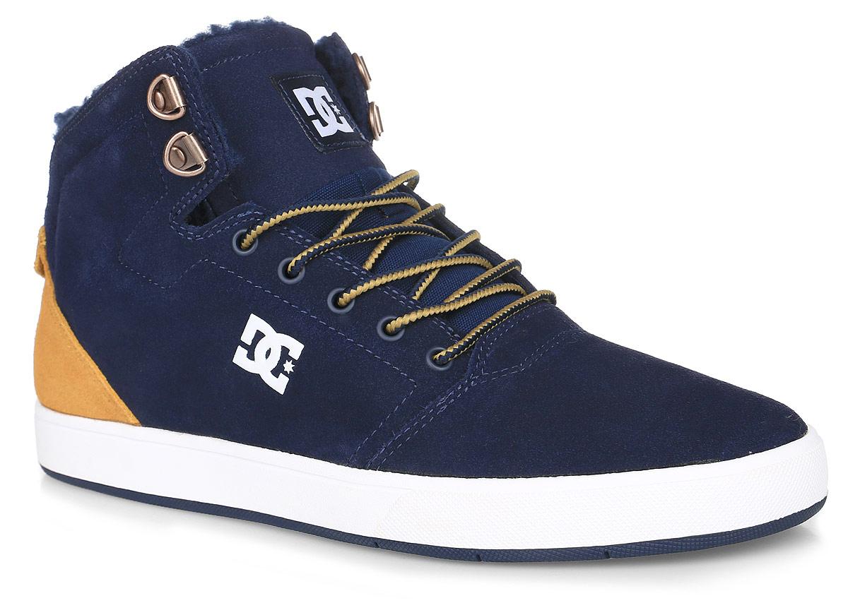 Кеды мужские DC Shoes Crisis High Wnt, цвет: темно-синий, горчичиный. ADYS100116-NGL. Размер 9D (42)ADYS100116-NGLКеды от DC Shoes выполнены из натурального велюра и оформлены логотипом бренда.Задник оформлен логотипом фирмы и текстильной нашивкой. На ноге модель фиксируется с помощью шнурков. Внутренняя поверхность и стелька выполнены из искусственной шерсти, которая обеспечит тепло и уют. Подошва из высококачественной резины и дополнена протектором, который гарантирует отличное сцепление с любой поверхностью.