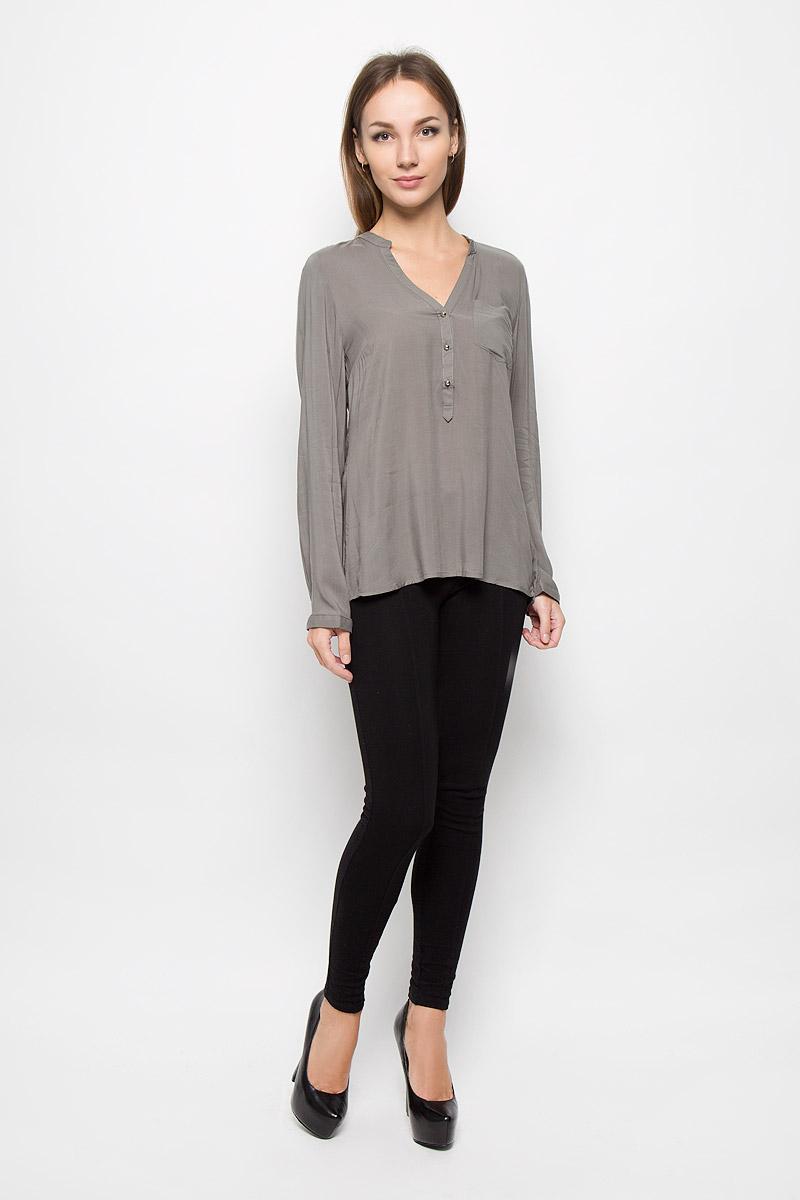 Блузка женская Broadway, цвет: серо-оливковый. 10156630. Размер M (46)10156630_675Стильная женская блуза Broadway, выполненная из 100% вискозы, подчеркнет ваш уникальный стиль и поможет создать оригинальный женственный образ.Блузка с удлиненной спинкой, длинными рукавами и V-образным вырезом горловины имеет свободный крой и застегивается на пуговицы на груди. Манжеты рукавов также дополнены пуговицами. На груди расположен накладной карман. Эта блузка будет дарить вам комфорт в течение всего дня и послужит замечательным дополнением к вашему гардеробу.