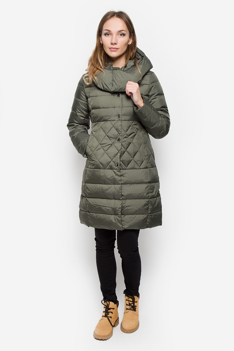 Пальто женское Sela Casual, цвет: хаки. Ced-126/653-6414. Размер L (48)Ced-126/653-6414Удобное женское пальто Sela Casual согреет вас в прохладную погоду и позволит выделиться из толпы. Модель с длинными рукавами и несъемным капюшоном выполнена из полиэстера. Наполнитель из натурального пуха и пера надежно сохранит тепло и не позволит вам замерзнуть.Пальто застегивается на застежку-молнию спереди и имеет ветрозащитный клапан на кнопках. Изделие дополнено двумя втачными карманами на застежках-молниях спереди. Рукава дополнены внутренними трикотажными манжетами. Это модное и уютное пальто - отличный вариант для прогулок, оно подчеркнет ваш изысканный вкус и поможет создать неповторимый образ.