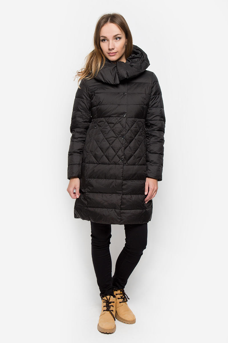 Пальто женское Sela Casual, цвет: черный. Ced-126/653-6414. Размер S (44)Ced-126/653-6414Удобное женское пальто Sela Casual согреет вас в прохладную погоду и позволит выделиться из толпы. Модель с длинными рукавами и несъемным капюшоном выполнена из полиэстера. Наполнитель из натурального пуха и пера надежно сохранит тепло и не позволит вам замерзнуть.Пальто застегивается на застежку-молнию спереди и имеет ветрозащитный клапан на кнопках. Изделие дополнено двумя втачными карманами на застежках-молниях спереди. Рукава дополнены внутренними трикотажными манжетами. Это модное и уютное пальто - отличный вариант для прогулок, оно подчеркнет ваш изысканный вкус и поможет создать неповторимый образ.