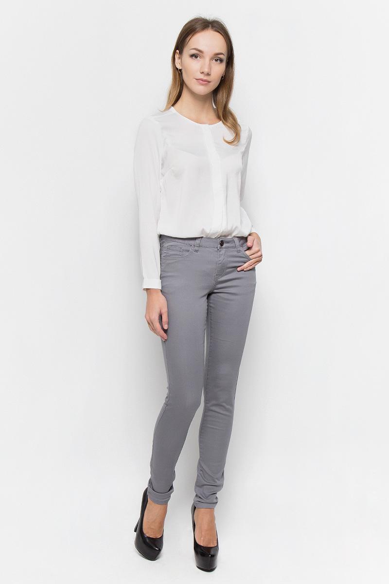 Брюки женские Broadway Jane, цвет: серый. 10156830. Размер M (46)10156830_872Стильные женские брюки Broadway Jane - это изделие высочайшего качества, которое превосходно сидит и подчеркнет все достоинства вашей фигуры. Брюки-скинни стандартной посадки выполнены из эластичного высококачественного материала, что обеспечивает комфорт и удобство при носке. Модель застегивается на пуговицу в поясе и ширинку на застежке-молнии, имеет шлевки для ремня. Брюки имеют классический пятикарманный крой: они оснащены двумя втачными карманами и небольшим втачным кармашком спереди, и двумя втачными карманами на пуговицах сзади.Эти модные и в то же время комфортные брюки послужат отличным дополнением к вашему гардеробу и помогут создать неповторимый современный образ.