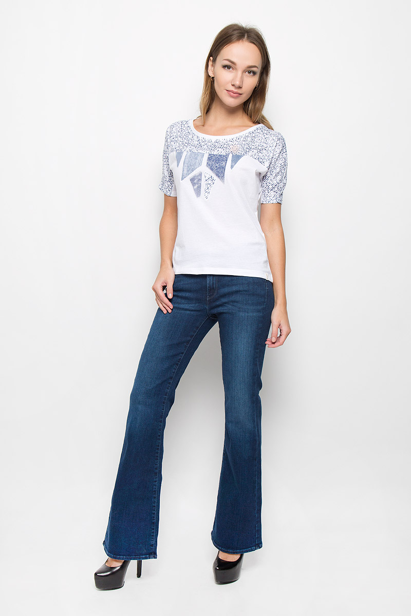 Джинсы женские Wrangler Flare, цвет: темно-синий. W27BX759U. Размер 27-32 (42/44-32)W27BX759UМодные женские джинсы Wrangler Flare станут отличным дополнением к вашему гардеробу. Изготовленные из эластичного хлопка, они приятные на ощупь, не сковывают движения и хорошо пропускают воздух.Джинсы-клеш застегиваются на металлическую пуговицу и имеют ширинку на застежке-молнии. На поясе предусмотрены шлевки для ремня. Спереди расположены два втачных кармана и один маленький накладной, а сзади - два накладных кармана. Изделие оформлено потертостями и перманентными складками.Современный дизайн и расцветка делают эти джинсы стильным предметом женской одежды. Это идеальный вариант для тех, кто хочет заявить о себе и своей индивидуальности!