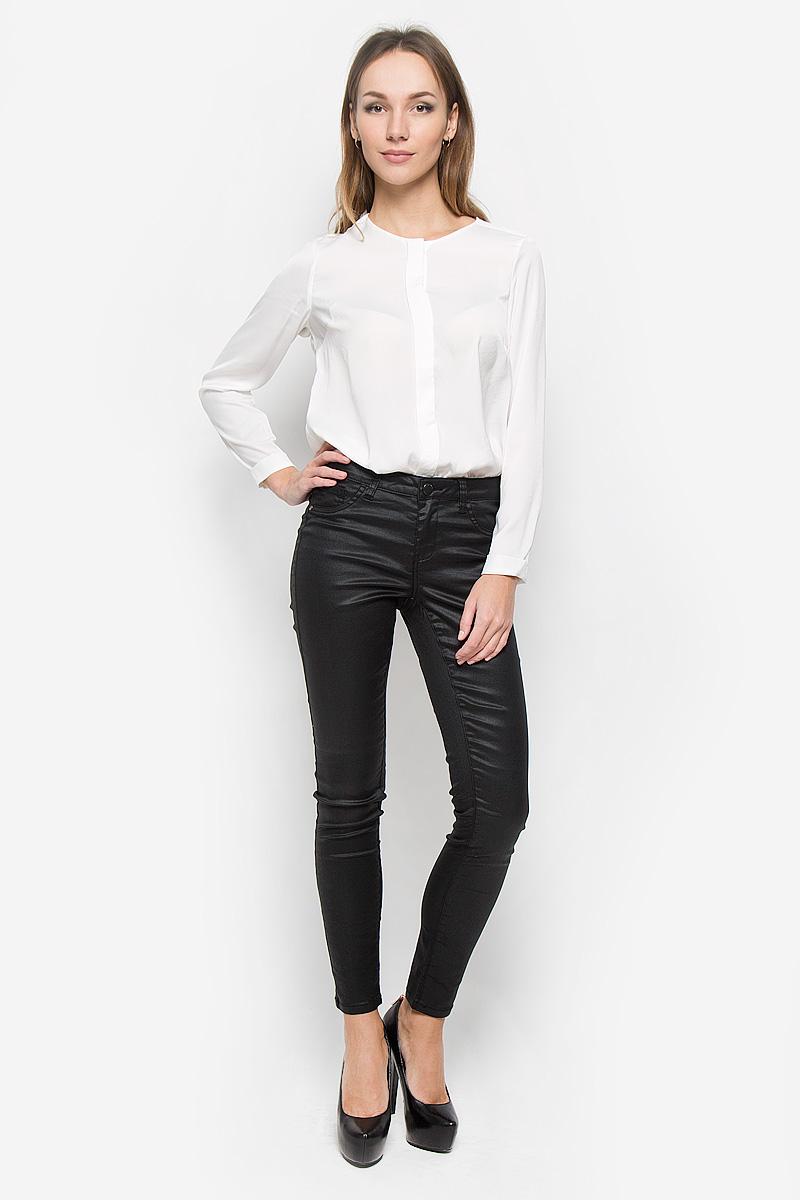 Джинсы женские Broadway Jane, цвет: черный. 10156617. Размер S (44)10156617_999Стильные женские джинсы Broadway Jane - это джинсы высочайшего качества, которые прекрасно сидят. Они выполнены из высококачественного эластичного хлопка с добавлением полиэстера, что обеспечивает комфорт и удобство при носке. Модные джинсы скинни заниженной посадки станут отличным дополнением к вашему современному образу. Джинсы застегиваются на пуговицу в поясе и ширинку на застежке-молнии, имеют шлевки для ремня. Джинсы имеют классический пятикарманный крой: спереди модель оформлена двумя втачными карманами и одним маленьким накладным кармашком, а сзади - двумя накладными карманами. Материал модели имеет легкий блеск. Эти модные и в то же время комфортные джинсы послужат отличным дополнением к вашему гардеробу.