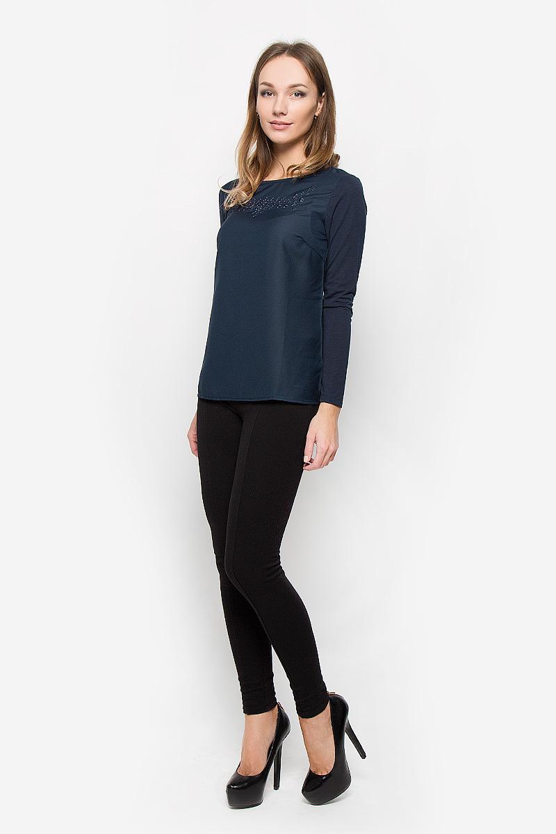 Блузка женская Sela Casual, цвет: темно-синий. Tw-112/1110-6373. Размер M (46)Tw-112/1110-6373Стильная женская блуза Sela Casual, выполненная из полиэстера с добавлением вискозы, подчеркнет ваш уникальный стиль и поможет создать оригинальный женственный образ.Блузка с длинными рукавами и круглым вырезом горловины имеет свободный крой. На груди расположена вышивка с декоративной перфорацией. Эта блузка будет дарить вам комфорт в течение всего дня и послужит замечательным дополнением к вашему гардеробу.