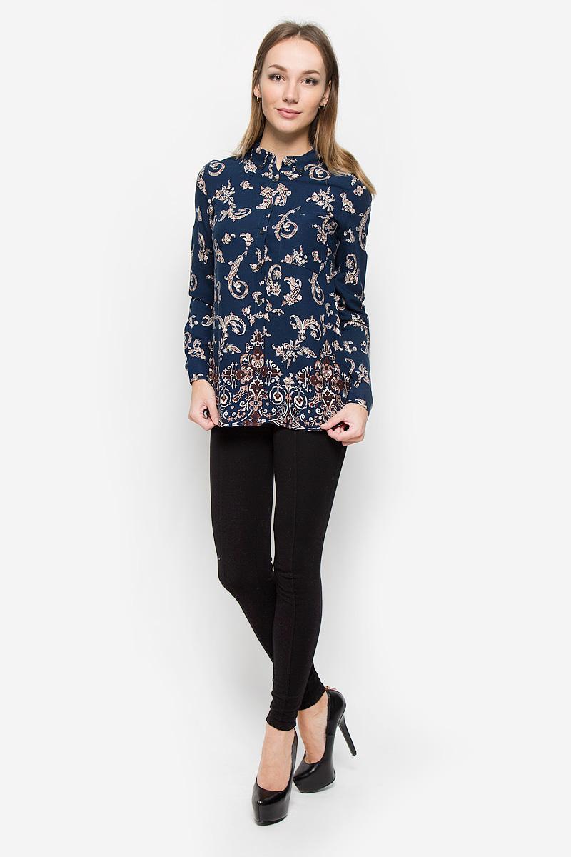 Блузка женская Sela Casual, цвет: темно-синий. B-312/577-6313. Размер L (48)B-312/577-6313Элегантная женская блуза Sela Casual, выполненная из 100% вискозы, подчеркнет ваш уникальный стиль и поможет создать оригинальный женственный образ.Блузка с длинными рукавами и отложным воротником имеет свободный крой и застегивается на пуговицы спереди. Манжеты рукавов также дополнены пуговицами. Модель оформлена контрастным растительным орнаментом. На груди расположен небольшой накладной кармашек. Эта блузка будет дарить вам комфорт в течение всего дня и послужит замечательным дополнением к вашему гардеробу.