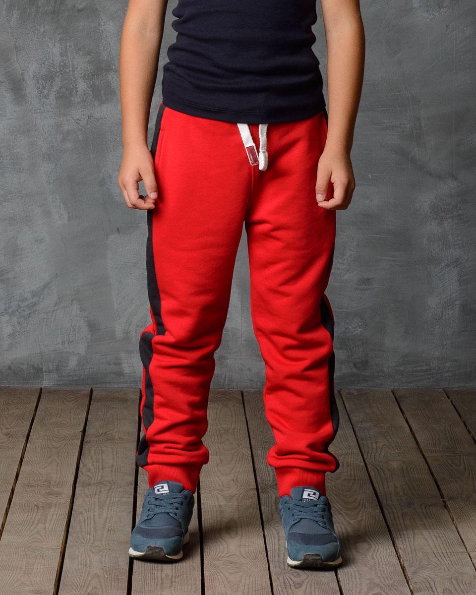 Брюки спортивные для мальчика Modniy Juk, цвет: антрацит, красный. 15В00020700. Размер 9215В00020700/_BASEСпортивные брюки Modniy Juk изготовлены из высококачественной мягкой ткани. Модель полуприлегающего силуэта, с лампасами, заужены к низу. Комфортный мягкий пояс и манжеты из трикотажной резинки. Брюки дополнены боковыми карманами.
