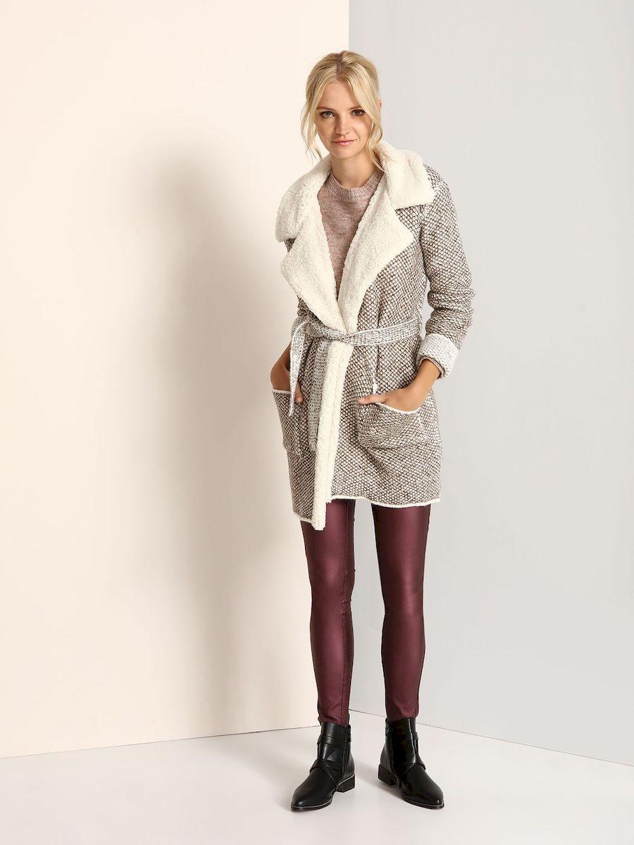 Пальто женское Top Secret, цвет: бежевый. SPZ0359BE. Размер 38 (44)SPZ0359BEСтильное женское пальто Top Secret выполнено из акрила с добавлением полиэстера и шерсти. Пальто с длинными рукавами и воротником с лацканами. Модель дополнена поясом, спереди - двумя накладными карманами.