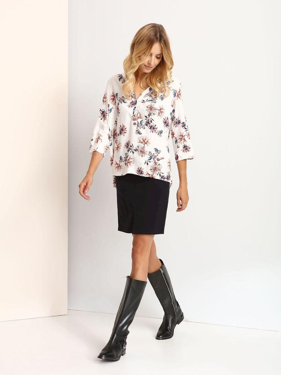 Блузка женская Top Secret, цвет: белый, темно-синий, розовый. SBD0625BI. Размер 38 (44)SBD0625BIМодная женская блузка Top Secret, изготовленная из вискозы, приятная на ощупь, не сковывает движений и обеспечивает наибольший комфорт.Модель свободного кроя с круглым вырезом горловины и рукавами 3/4 оформлена цветочным принтом. Спереди модель застегивается на пуговицы. Спинка модели немного удлинена. Нижняя часть изделия по боковым швам дополнена разрезами. Рукава блузки подворачиваются и фиксируются на хлястик с пуговицей.