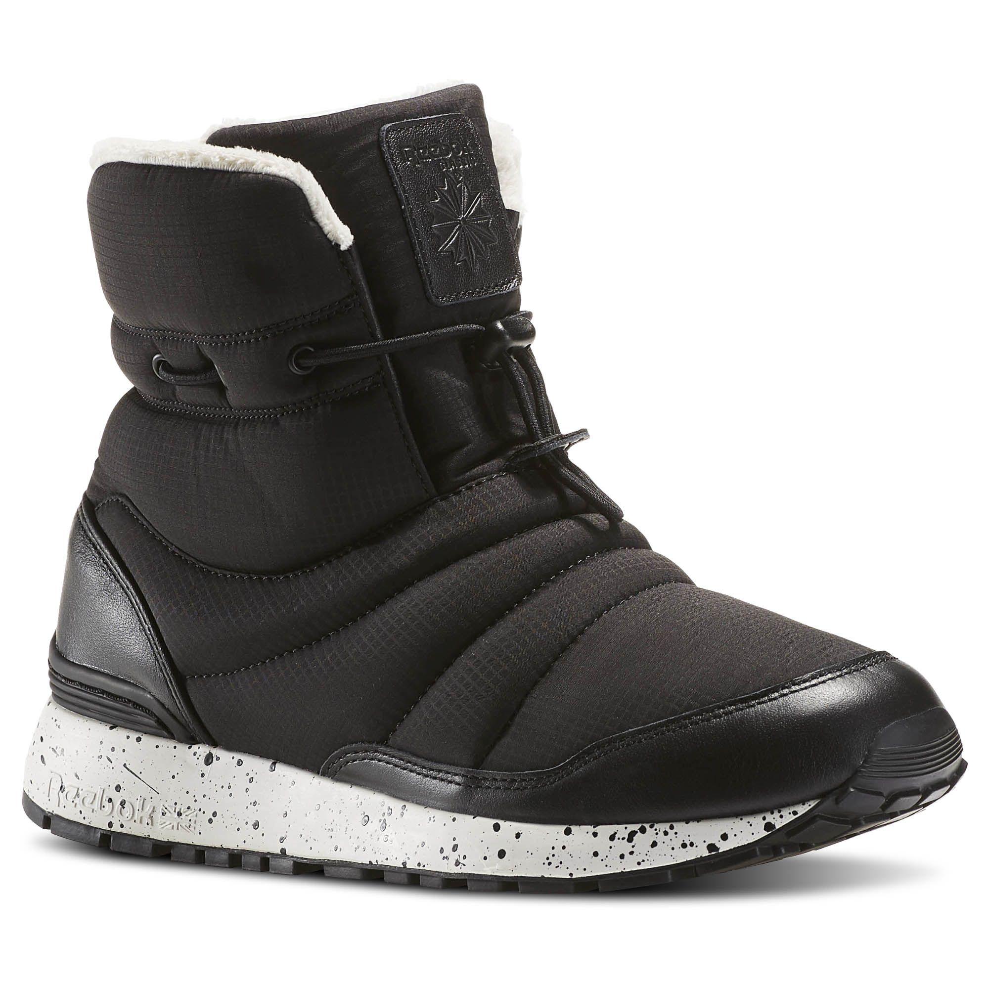 Полусапоги женские Reebok GL Puff Boot, цвет: черный. AR0606. Размер 6 (36)AR0606Снег и слякоть - не повод отказываться от прогулок. Полусапоги GL Puff Boot от Reebok - как раз то, что нужно для такой погоды. Оригинальная застежка в виде регулируемого шнурка, высокий дизайн и подкладка гарантируют тепло.Модель выполнена из ткани с влагоотталкивающим покрытием и кожаными вставками в области пятки и мыска. Подкладка Thinsulate и искусственный мех обеспечивают мягкость и тепло. Легкая литая промежуточная подошва из ЭВА обеспечивает оптимальную амортизацию. Стойкая к истиранию, прочная резиновая подошва гарантирует отличное сцепление с поверхностью.