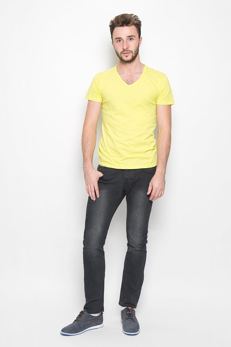 Джинсы мужские Broadway Jake, цвет: графитовый. 20100300. Размер 29-32 (44-32)20100300_999Стильные мужские джинсы Broadway Jake выполнены из качественного денима. Джинсы прямого кроя дополнены застежкой на пуговицах. На поясе предусмотрены шлевки для ремня. Модель имеет классический пятикарманный крой: спереди - два втачных кармана и один маленький накладной, а сзади - два накладных кармана. Изделие оформлено потертостями, украшено фирменной нашивкой.
