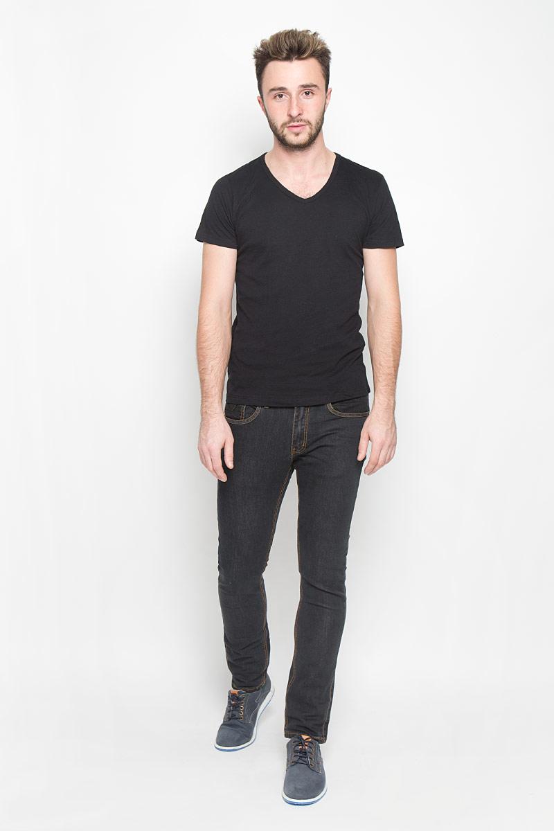 Джинсы мужские Broadway Tyler, цвет: черный. 20100342. Размер 38-32 (54-32)20100342_999Стильные мужские джинсы Broadway Tyler выполнены из качественного денима. Джинсы-слим застегиваются на молнию и пуговицу. На поясе предусмотрены шлевки для ремня. Модель имеет классический пятикарманный крой: спереди - два втачных кармана и один маленький накладной, а сзади - два накладных кармана. Изделие оформлено прострочкой, украшено фирменной нашивкой.