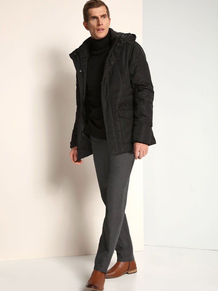Куртка мужская Top Secret, цвет: черный. SKD0141CA. Размер M (48)SKD0141CAСтильная мужская куртка Top Secret изготовлена из высококачественного полиэстера. В качестве утеплителя используется синтепон.Куртка с воротником-стойкой и съемным капюшоном застегивается на застежку-молнию и дополнительно на ветрозащитный клапан с кнопками. Капюшон, дополненный регулирующим эластичным шнурком, пристегивается к куртке с помощью застежки-молнии. Спереди расположены два прорезных кармана на застежках-молниях и два накладных кармана с клапанами на кнопках, на груди - два прорезных кармана на кнопках, с внутренней стороны - прорезной открытый карман. Манжеты рукавов дополнены трикотажными напульсниками.