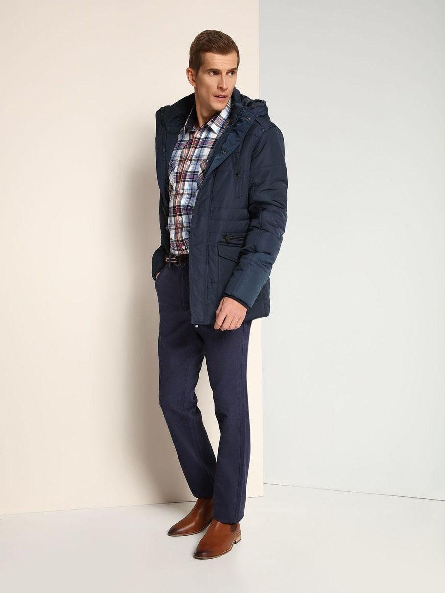 Куртка мужская Top Secret, цвет: темно-синий. SKD0141GR. Размер L (50)SKD0141GRСтильная мужская куртка Top Secret изготовлена из высококачественного полиэстера. В качестве утеплителя используется синтепон.Куртка с воротником-стойкой и съемным капюшоном застегивается на застежку-молнию и дополнительно на ветрозащитный клапан с кнопками. Капюшон, дополненный регулирующим эластичным шнурком, пристегивается к куртке с помощью застежки-молнии. Спереди расположены два прорезных кармана на застежках-молниях и два накладных кармана с клапанами на кнопках, на груди - два прорезных кармана на кнопках, с внутренней стороны - прорезной открытый карман. Манжеты рукавов дополнены трикотажными напульсниками.