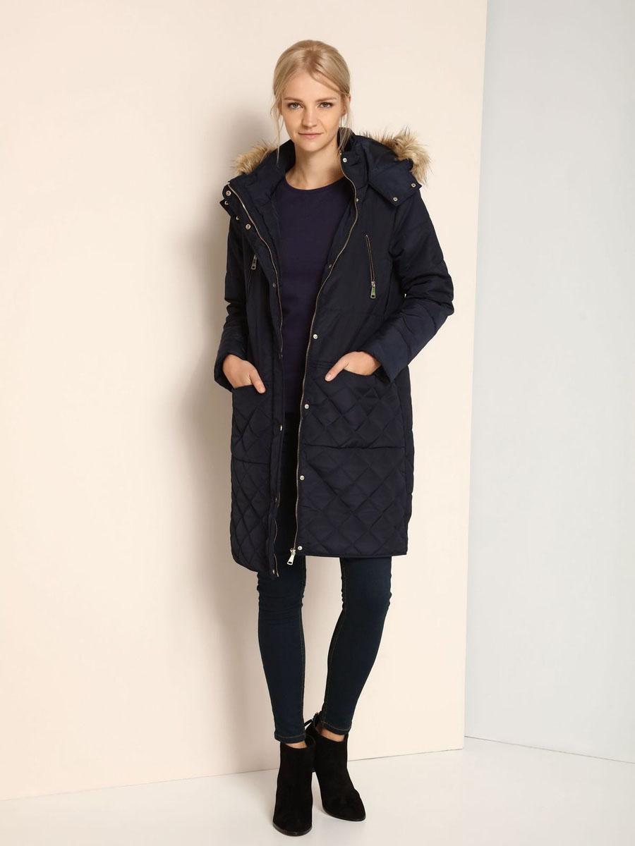Пальто женское Top Secret, цвет: темно-синий. SKU0718GR. Размер 38 (44)SKU0718GRУдобное женское пальто Top Secret выполнено из 100% полиэстера. В качестве наполнителя используется синтепон. Модель с длинными рукавами и несъемным капюшоном застегивается на застежку-молнию и дополнительно имеет ветрозащитную планку на кнопках. Край капюшона оформлен искусственным мехом, который в случае необходимости можно отстегнуть. Спереди расположено четыре прорезных кармана.