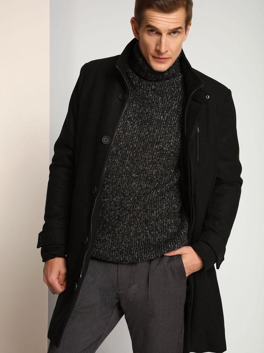 Пальто мужское Top Secret, цвет: черный. SPZ0342CA. Размер XL (52)SPZ0342CAСтильное удлиненное мужское пальто Top Secret, выполненное из высококачественного плотного полушерстяного материала, рассчитано на прохладную погоду. Модель с воротником-стойкой и длинными рукавами застегивается на застежку-молнию и ветрозащитный клапан на пуговицах. Модель дополнена вторым трикотажным воротником на молнии, который при желании можно отстегнуть. По бокам имеются два прорезных кармана. Предусмотрены внутренние врезные карманы. Рукава понизу дополнены широкими хлястиками на пуговицах.