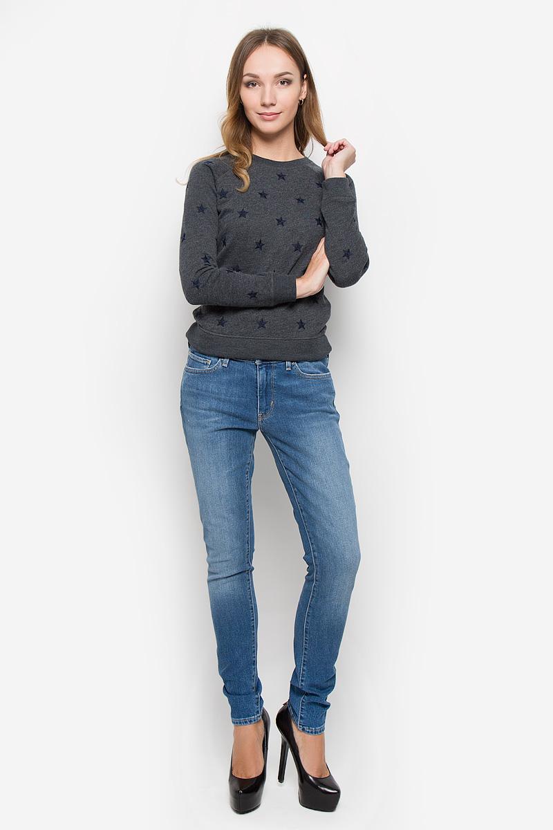Джинсы женские Levis® 711, цвет: голубой. 1888101350. Размер 28-34 (42/44-34)1888101350Женские джинсы Levis® 711 выполнены из хлопка с добавлением эластана. Джинсы-скинни застегиваются спереди на молнию и пуговицу. На поясе предусмотрены шлевки для ремня. Модель имеет классический пятикарманный крой: спереди - два втачных кармана и один маленький накладной, а сзади - два накладных кармана. Джинсы оформлены эффектом потертости.