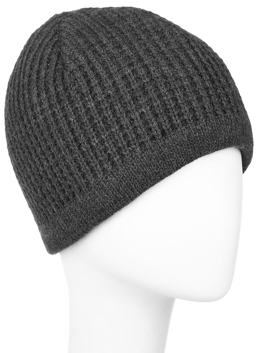 Шапка мужская Baon, цвет: темно-серый. B846508. Размер универсальныйB846508_MARENGO MELANGEВязаная мужская шапка Baon выполнена из высококачественной комбинированной пряжи из эластичного акрила и теплой шерсти, что позволяет ей великолепно сохранять тепло и обеспечивает высокую эластичность и удобство посадки. Модель оформлена стильной вязкой и металлической пластиной с названием бренда. Подкладка изготовлена из мягкого флиса.
