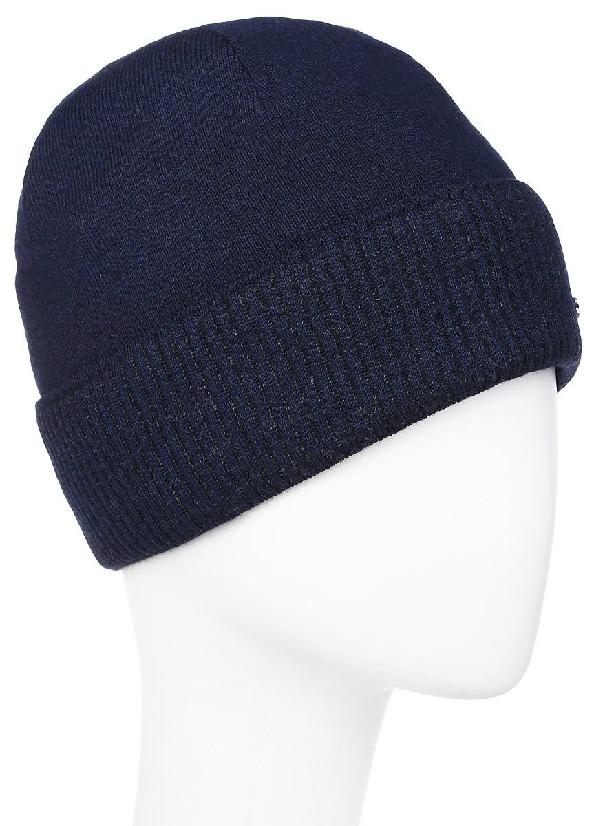 Шапка мужская Baon, цвет: темно-синий. B846517. Размер универсальныйB846517_DEEP NAVYВязаная мужская шапка Baon выполнена из высококачественной комбинированной пряжи из эластичного акрила и теплой шерсти, что позволяет ей великолепно сохранять тепло и обеспечивает высокую эластичность и удобство посадки. Модель оформлена декоративным отворотом и металлической пластиной с названием бренда. Подкладка изготовлена из мягкого флиса.