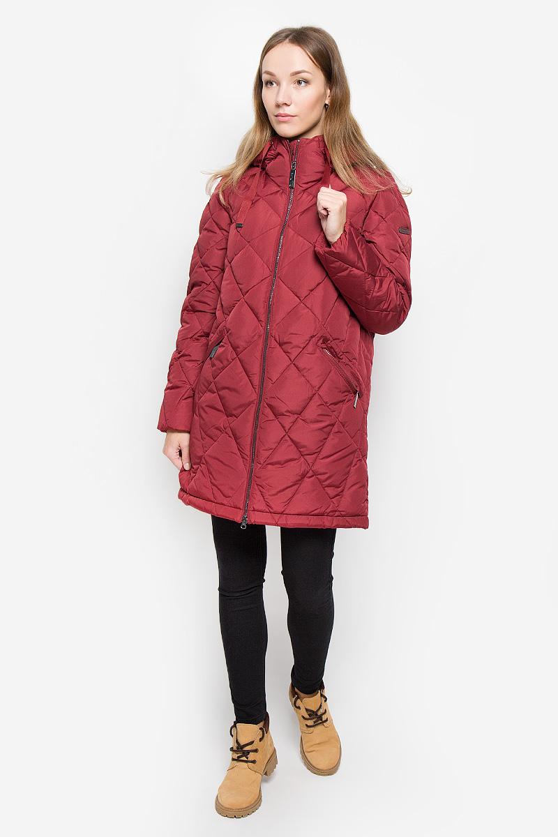 Пальто женское Finn Flare, цвет: бордовый. W16-12001_301. Размер XL (50)W16-12001_301Женское пальто Finn Flare выполнено из полиэстера с утеплителем из пуха и пера. Модель с несъемным капюшоном застегивается на молнию с внутренней ветрозащитной планкой. Капюшон дополнен по краю тесьмой. С внутренней стороны рукава присборены на эластичные резинки. Спереди расположены два прорезных кармана на молниях. Изделие украшено фирменной металлической пластиной.