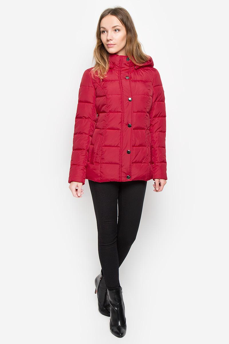 Куртка женская Finn Flare, цвет: темно-красный. W16-11010_305. Размер XS (42)W16-11010_305Женская куртка Finn Flare выполнена из ветрозащитного и водостойкого материала с утеплителем из полиэстера. Модель с воротником-стойкой и съемным капюшоном застегивается на молнию с двумя ветрозащитными планками. Внешняя планка имеет застежки-кнопки. Капюшон, дополненный по краю эластичным шнурком со стопперами, пристегивается к куртке с помощью кнопок. На капюшоне предусмотрен отворот с застежками-кнопками. Спереди расположены два втачных кармана на кнопках. Изделие украшено фирменной металлической пластиной.