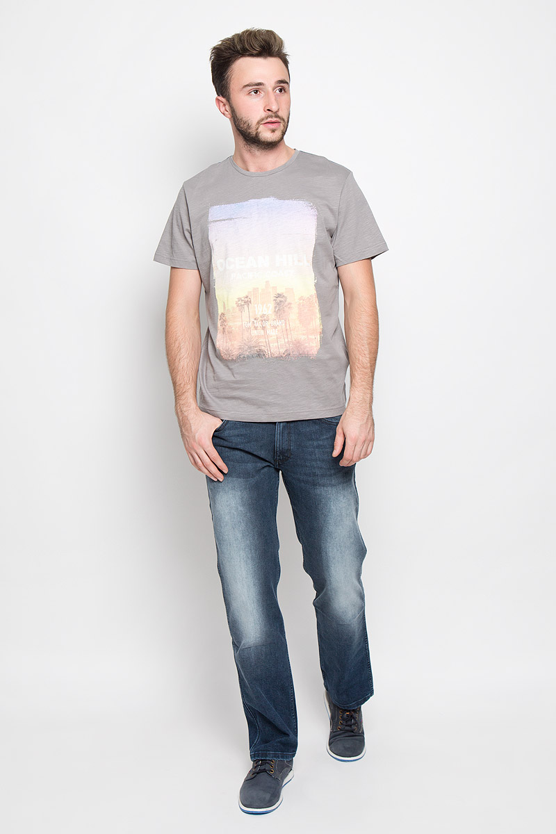 Футболка мужская Tom Tailor, цвет: серый меланж. 1034771.00.10_2624. Размер M (48)1034771.00.10_2624Стильная мужская футболка Tom Tailor выполнена из натурального хлопка. Материал очень мягкий и приятный на ощупь, обладает высокой воздухопроницаемостью и гигроскопичностью, позволяет коже дышать.Модель прямого кроя с круглым вырезом горловины и короткими рукавами дополнена оригинальным принтом с надписями.