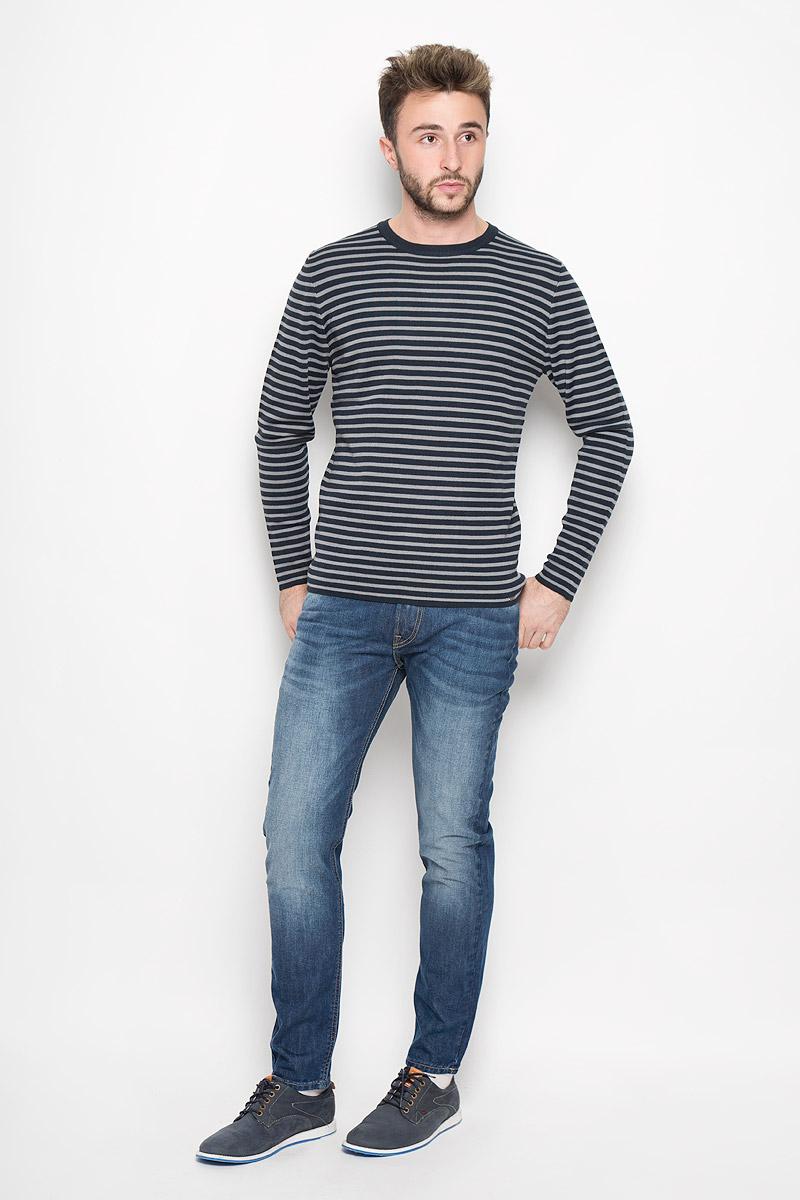 Джемпер мужской Finn Flare, цвет: темно-синий, серый. W16-42102_101. Размер L (50)W16-42102_101Стильный мужской джемпер Finn Flare необычайно мягкий и приятный на ощупь, не сковывает движения, обеспечивая наибольший комфорт. Джемпер с круглым вырезом горловины и длинными рукавами идеально гармонирует с любыми предметами одежды и будет уместен и на отдых, и на работу. Модель оформлена принтом в полоску.Такой замечательный джемпер - базовая вещь в гардеробе современного мужчины, желающего выглядеть стильно каждый день!