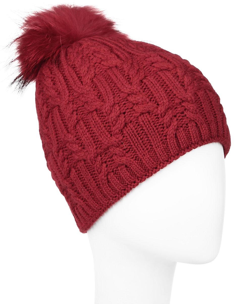 Шапка женская Baon, цвет: темно-красный. B346545. Размер универсальныйB346545_RUBINВязаная женская шапка Baon выполнена из высококачественной комбинированной пряжи из эластичного акрила и теплой шерсти, что позволяет ей великолепно сохранять тепло и обеспечивает высокую эластичность и удобство посадки. Внутренняя сторона модели связана резинкой. Модель оформлена объемным вязаным узором и украшена большим помпоном из натурального меха, а также кожаным лейблом с логотипом бренда.
