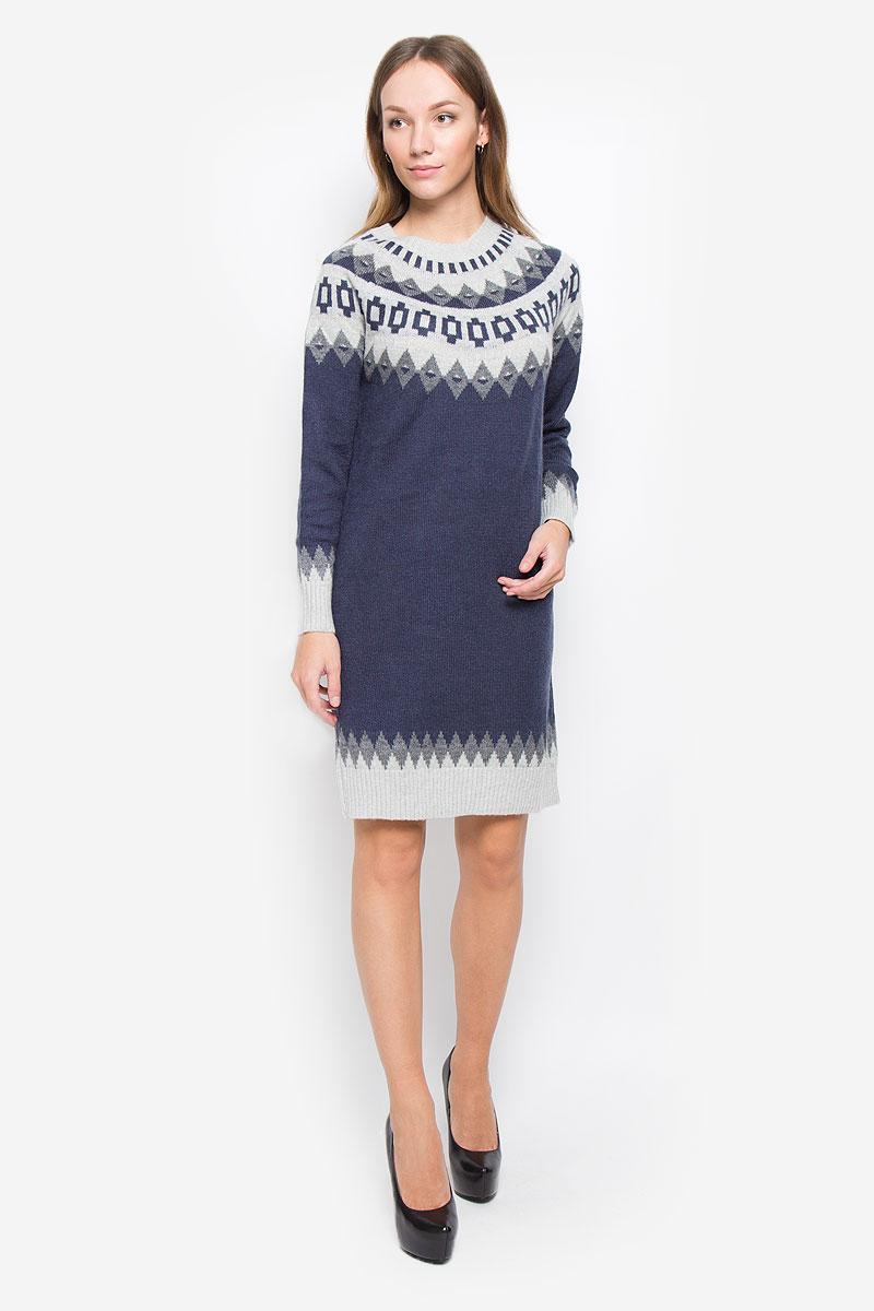 Платье Baon, цвет: темно-синий, серый. B457. Размер L (48)B457_Dark Navy JacquardТеплое платье Baon выполнено из мягкой пряжи сложного состава. Модель с круглым вырезом горловины и длинными рукавами-реглан оформлена вязаным рисунком. Воротник, манжеты и низ изделия связаны резинкой.