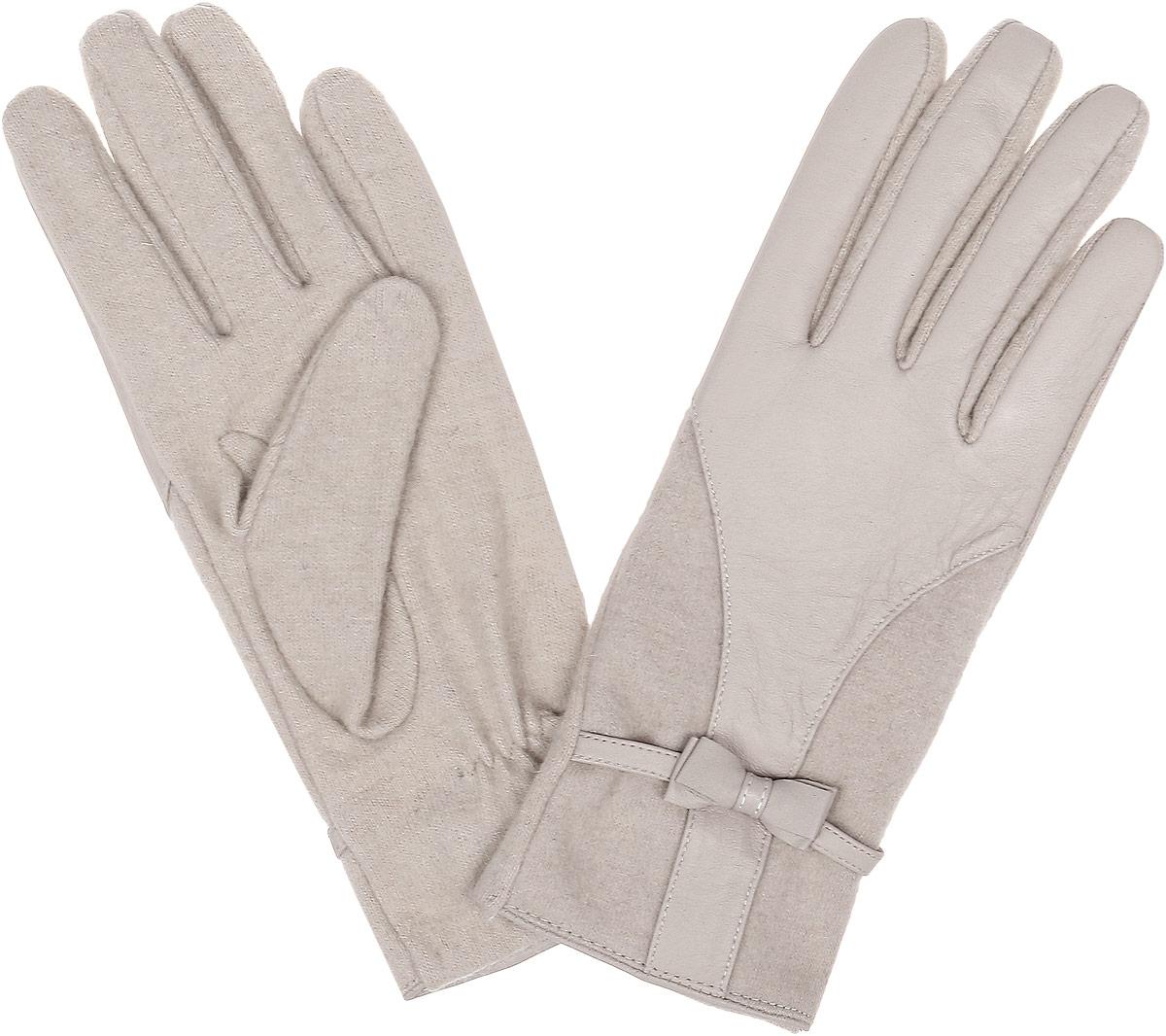 Перчатки женские Fabretti, цвет: бежевый. 38355. Размер M (6,5/7)3.1-5 beigeСтильные женские перчатки Fabretti не только защитят ваши руки, но и станут великолепным украшением. Перчатки выполнены из натуральной кожи ягненка и высококачественной шерсти.Модель дополнена декоративным бантиком. Перчатки имеют строчки-стежки на запястье, которые придают большее удобство при носке.Стильный аксессуар для повседневного образа.