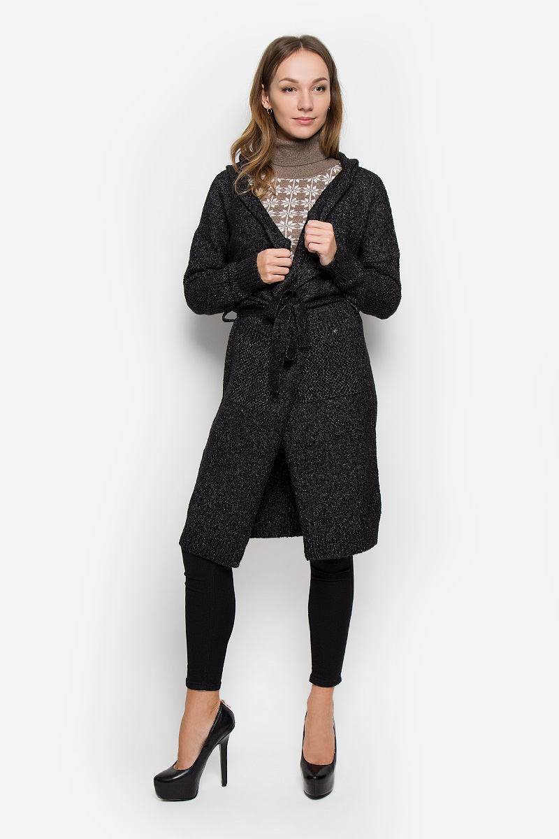 Кардиган женский Finn Flare, цвет: черный, серый. W16-171040_200. Размер L (48)W16-171040_200Модный и стильный женский кардиган Finn Flare выполнен из мягкой и теплой пряжи. Кардиган с капюшоном и длинными рукавами дополнен на талии поясом на шлевках. Спереди расположены два накладных кармана. Модель оформлена на спинке надписью. Украшен кардиган фирменной металлической пластиной.