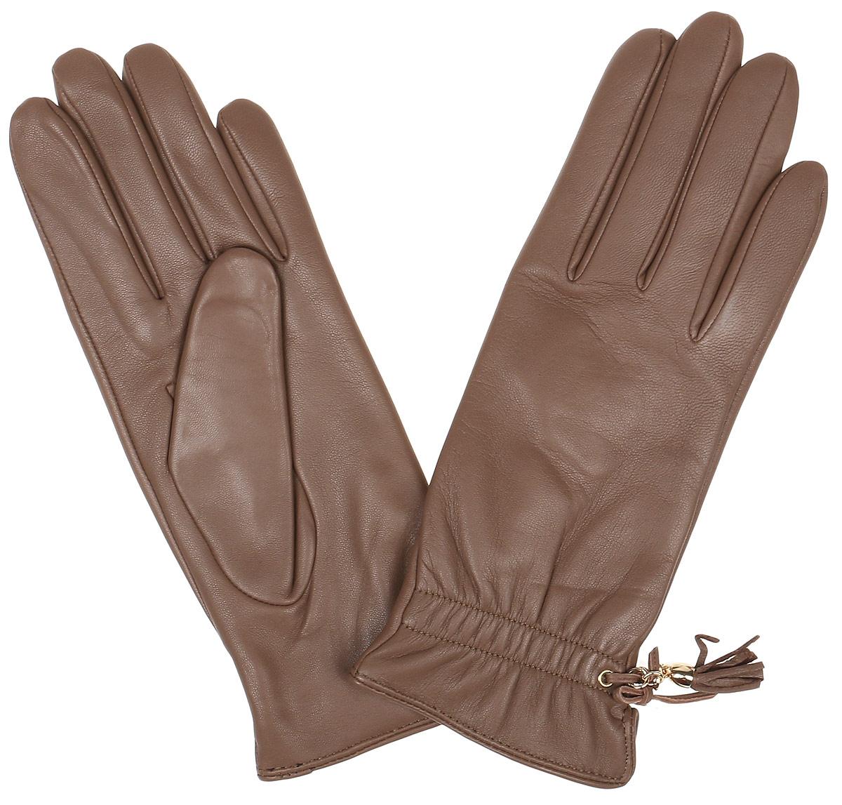 Перчатки женские Fabretti, цвет: темно-бежевый. 12.37-22. Размер 7,512.37-22 dark beigeЭлегантные женские перчатки Fabretti станут великолепным дополнением вашего образа и защитят ваши руки от холода и ветра во время прогулок. Перчатки выполнены из натуральной кожи ягненка, подкладка - из шерсти и кашемира. Модель декорирована оригинальным бантиком и кожаной кисточкой. Такие перчатки будут оригинальным завершающим штрихом в создании современного модного образа, они подчеркнут ваш изысканный вкус и станут незаменимым и практичным аксессуаром.