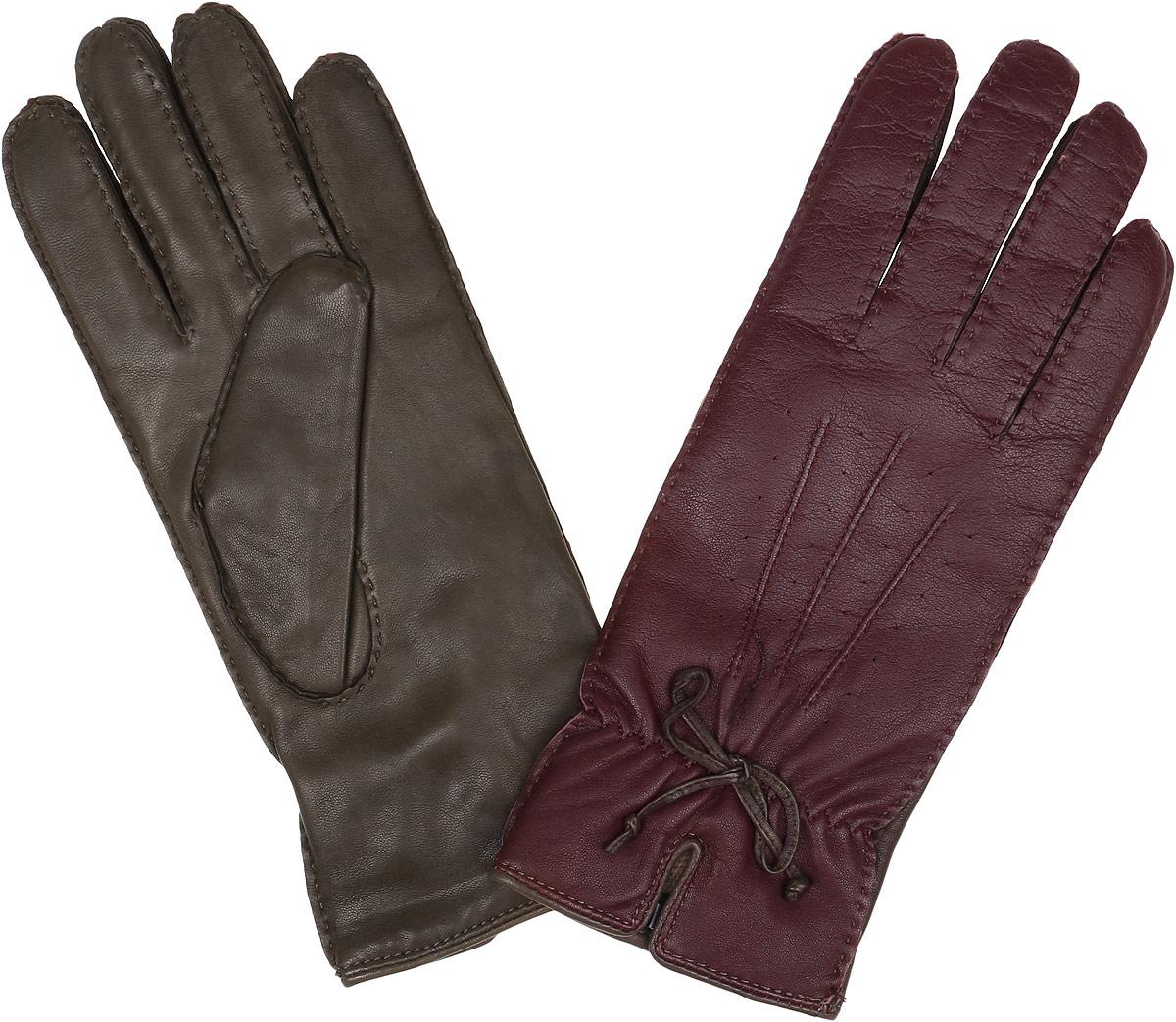 Перчатки женские Fabretti, цвет: каштановый. 2.40-3. Размер 6,52.40-3 cognacПотрясающие женские перчатки Fabretti не только защитят ваши руки, но и станут великолепным украшением. Перчатки выполнены из чрезвычайно мягкой и приятной на ощупь натуральной кожи, а их подкладка - из шерсти с добавлением кашемира. Модель исполнена в двух оттенках. Лицевая сторона оформлена оригинальной отстрочкой, бантиком, декоративными швами три луча, небольшим разрезом, а также аккуратной резинкой для лучшей фиксации модели на запястье. Отличный классический вариант, который станет прекрасным дополнением к вашему образу.